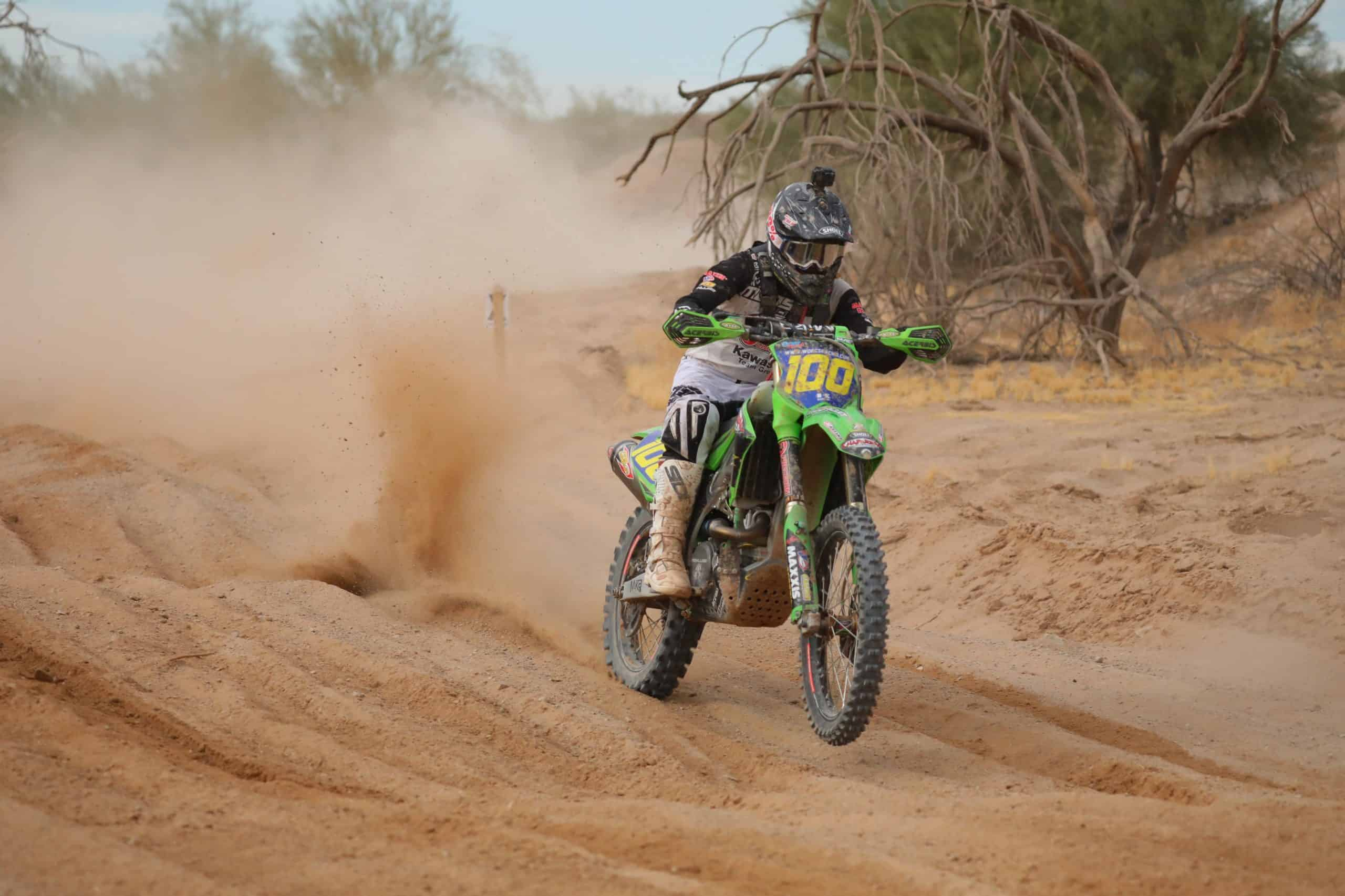 zach bell riding his kx450 at the 2020 blythe worcs race