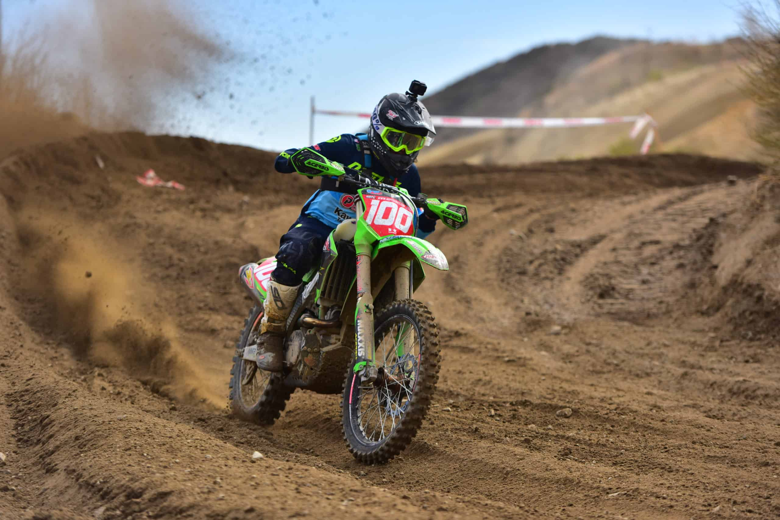 zach bell riding his kx450 at the 2020 glen helen 2 ngpc race