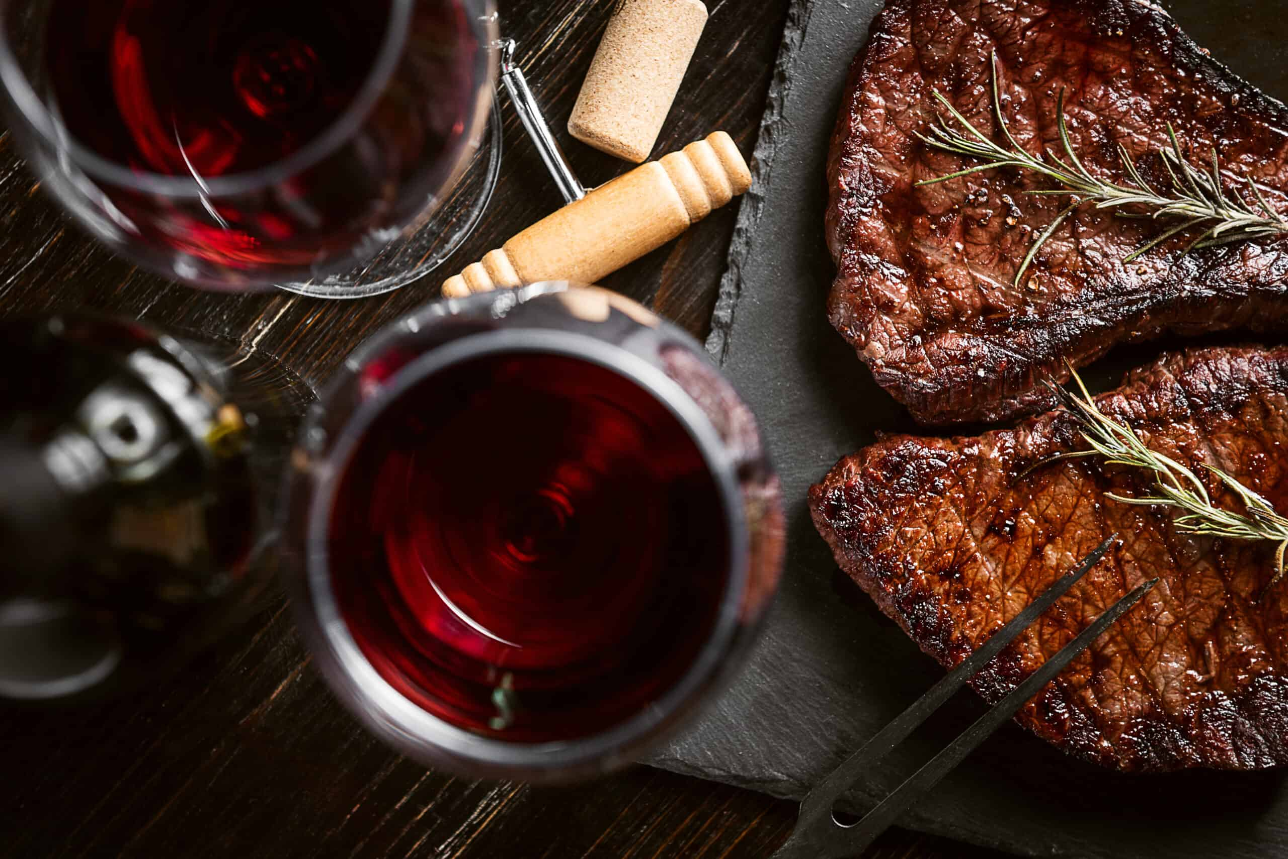 Rött vin till kött – så här tänker du