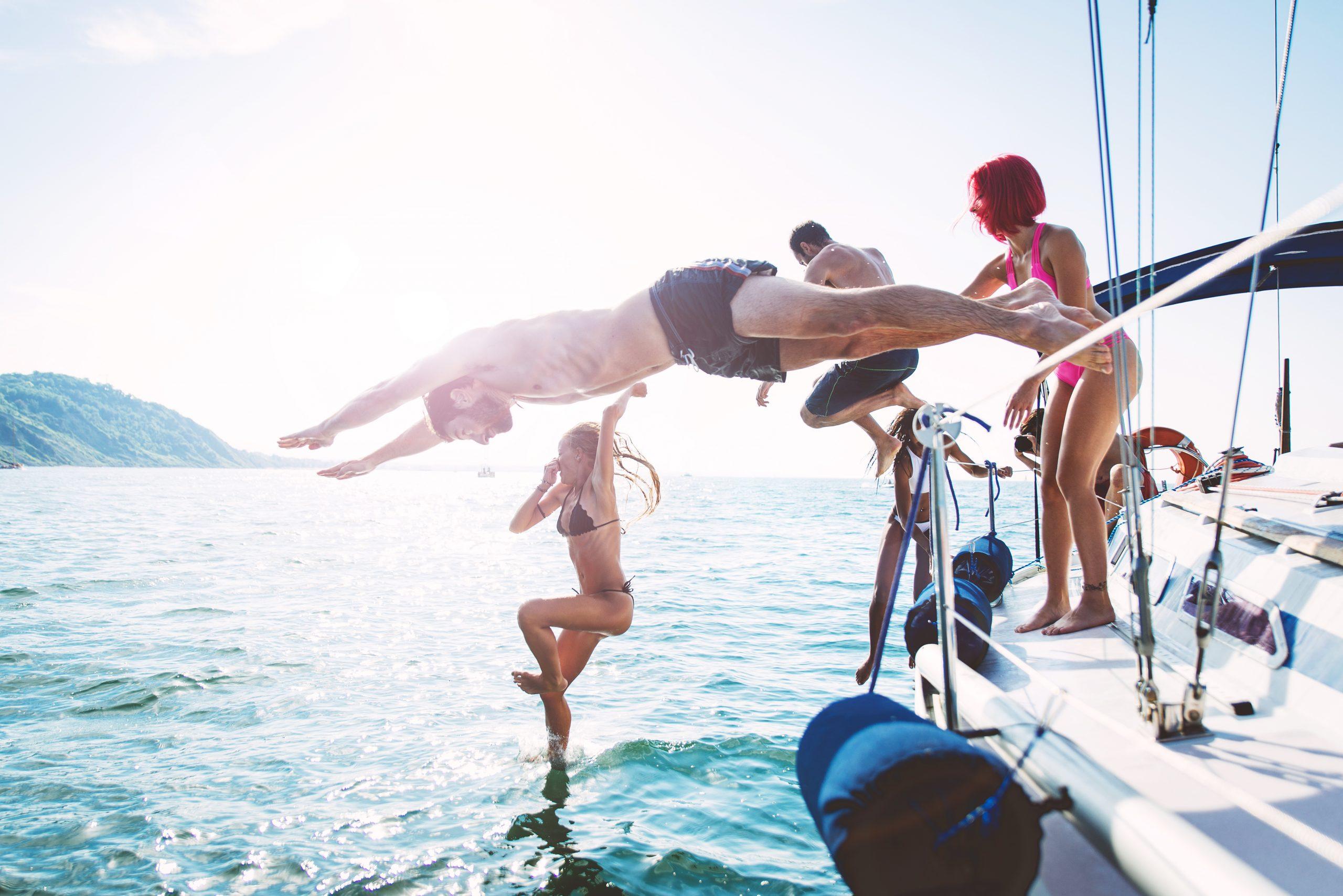 Velero a Formentera en grupos singles travesia en velero para singles