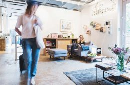 5 Star Hostel Ecomama in Amsterdam - Upcycled WOW-Factor