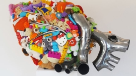 Pawel-Wocial-Kamila-Tuszynska-heart-toys-sculpture