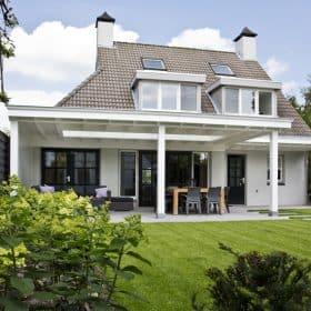 Witte Houten Veranda Vanuit Tuin