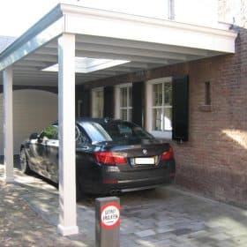 Klassieke Houten Carport Met Boeiboord En Sierlijst
