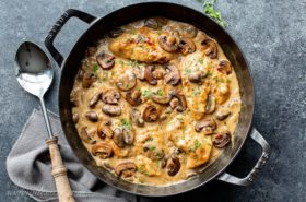 Skillet Chicken and Mushroom Wine Sauce