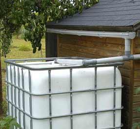 пластиковая емкость для полива газона