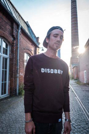 ÄSTHETIKA Sweatshirt - DISOBEY grape red/white mood