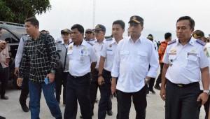 Menteri Perhubungan Budi K. Sumadi saat meninjau Pelabuhan Muara, Danau Toba, Sumatera Utara, Minggu (28/7). (Foto: Humas Kemenhub)