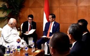 President Jokowi receives Rajavarothiam Sampanthan, Leader of the Opposition in Sri Lanka Parliament at Hilton Colombo Hotel, Sri Lanka