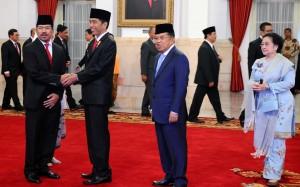 Presiden Joko Widodo, Wapres Jusuf Kalla, dan Presiden ke-5 Megawati dalam acara pelantikan Kepala Lemsaneg (8/1) di Istana Negara.