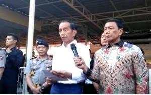 President Jokowi delivers press statement regarding acts of terrorism in Surabaya, at Bhayangkara Hospital, Surabaya, East Java, Sunday (13/5) (Photo: IST)