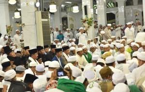President Jokowi while attending the 13th Abah Guru Sekumpul's Death Commemoration in Ar Raudhah Mosque Sekumpul, Martapura, Banjar Regency, South Kalimantan, Sunday (25/3). (Photo: Public Relations/ Jay).