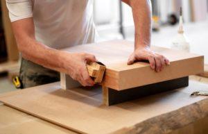 Carteggiare legno