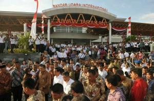 Presiden Jokowi meresmikan Bandar Udara Internasional Juwata, di Tarakan, Kalimantan Utara, Rabu (23/3) sore. (Foto: Jay/Humas)