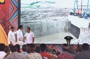 President Jokowi inaugurates Raknamo Dam, Raknamo Village, Amabi Oefeto Sub-district, Kupang Regency, NTT, Tuesday (9/1) afternoon. (Photo: PR/Agung).