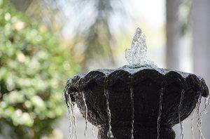 Erfahren Sie alles Wissenswerte zu den unterschiedlichen Formen eines Springbrunnens.