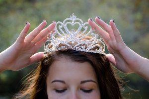 Corona-Virus nimmt uns die Krone vom Haupt