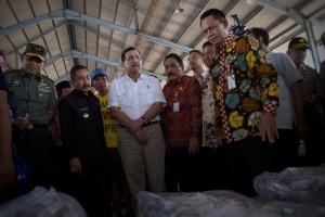 Coordinating Minister for Maritime Affairs LuhutBinsarPandjaitan inaugurates PT Dua Putra UtamaMakmur, Tbk, Juwana, in Pati, Central Java, Wednesday (10/8)(Photo by: Public Relations Division/Oji)