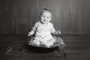 1 year old baby sitting up photography session coalville