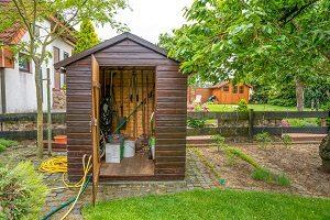 Welche Außentür sich für das Gartenhaus eignet, erfahren Sie bei Tipp zum Bau.