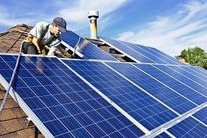 Bei Tipp zum Bau erfahren Sie die Vorteile einer Photovoltaikanlage auf Ihrem Schieferdach.