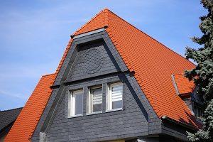 Informieren Sie sich bei Tipp-zum-Bau über die Funktionen einer Schieferfassade