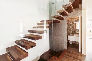 Tipp zum Bau erklärt Ihnen die Unterschiede und Vorteile der verschiedenen Materialien für Treppen.