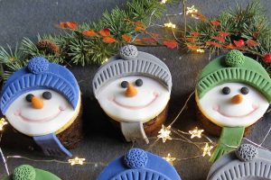 Mini Christmas Cakes - Snowman; gluten free, dairy free, vegan and with a nut free marzipan #christmas #cakes #glutenfree
