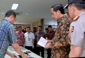 President Jokowi visits Transportation Ministry on Tuesday (11/10)