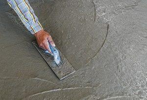 Bei Tipp zum Bau erfahren Sie, wann das Auftragen von Putz einen Fachmann erfordert.