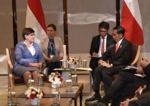 President Jokowi meets Prime Minister of Poland Beata Szydlo at Conrad Hotel, Beijing, Sunday (14/5) (Photo: PR/Deni)