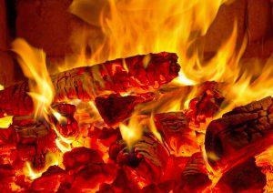 Tipp zum Bau erklärt Ihnen die Technologien der Flammensimulation in Ihrem Elektrokamin.