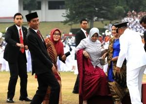 President Jokowi attends the inauguration of IPDN graduates in Jatinangor, West Java, Tuesday (8/8). (Photo: PR/Rahmat)
