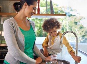 Wasserfilter für den Wasserhahn Gefiltertes und vitalisiertes Leitungswasser für Kind und Familie im wassershop Trinkwasserfilter für den Wasserhahn
