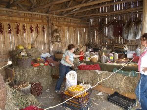 Olga in ihrem Warenlager