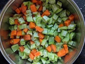 Chopped Pudalangai and carrots