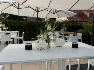 tafel vaasjes wit