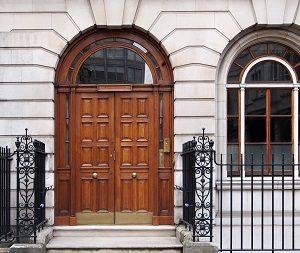 Tipp zum Bau gibt Ihnen nützliche Informationen zu verschiedenen Materialien für Ihre Glastüren.