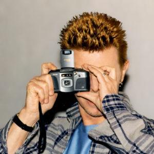 Боуи с фотоаппаратом