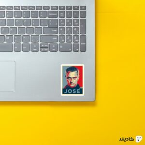 استیکر لپ تاپ پستر مورینیو روی لپتاپ