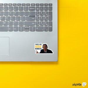 استیکر لپ تاپ تازه کار ها روی لپتاپ