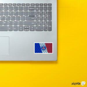 استیکر لپ تاپ پوستر هنری پاریس روی لپتاپ
