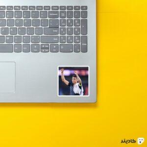 استیکر لپ تاپ تیاگو سیلوا روی لپتاپ