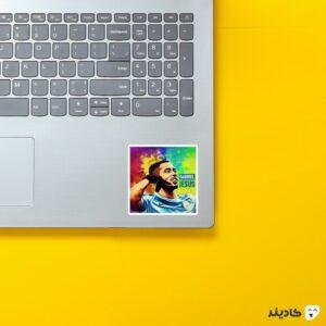 استیکر لپ تاپ پوستر گابریل ژسوس روی لپتاپ