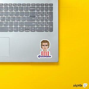 استیکر لپ تاپ گریزمان کارتونی روی لپتاپ