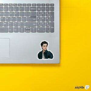 استیکر لپ تاپ نقاشی پیتر روی لپتاپ