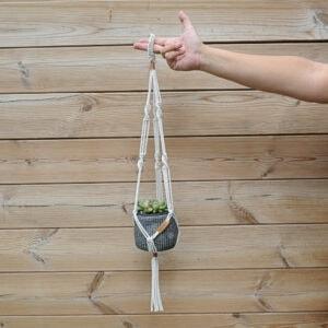Gevulde Macramé plantenhanger – Grijs