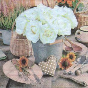 Serviette papier coeur et roses blanche