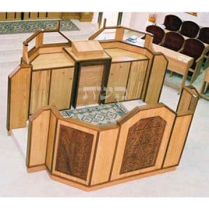 בימה ותיבה בבית הכנסת המרכזי, צור יגאל