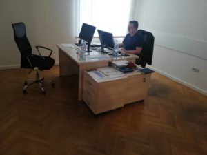 stolivi po meri za kancelariju